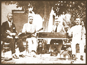 Photo of Greek musicians